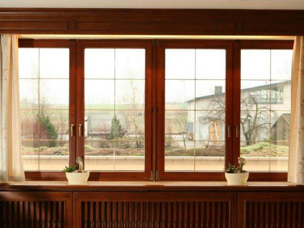 Деревянные окна в гостиную