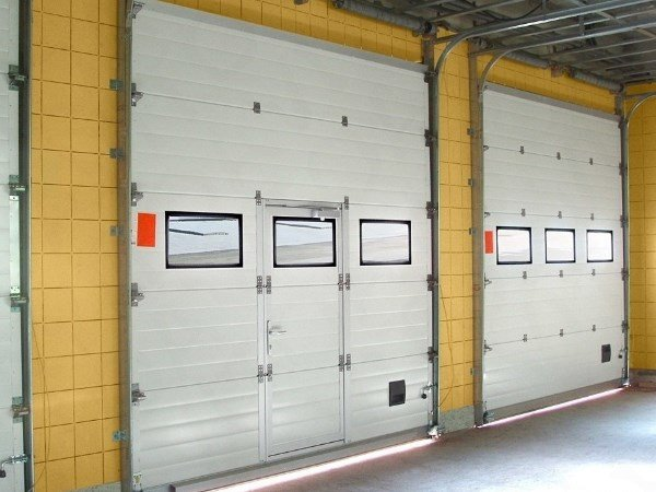 Промышленные секционные ворота под ключ