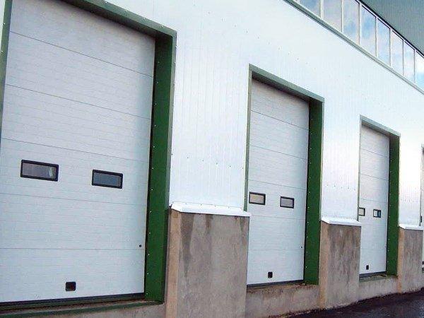 Промышленные секционные ворота с установкой