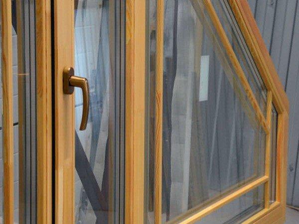Изготовление деревянных окон из лиственницы
