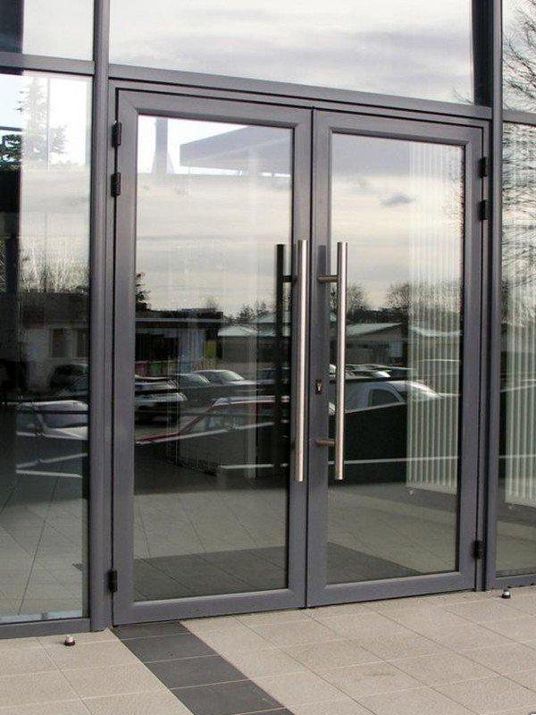 Входные алюминиевые двери со стеклом