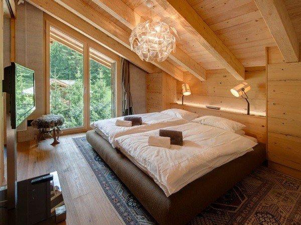 Деревянные окна для спальни