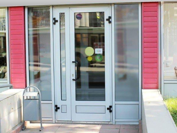 Двери для магазина алюминиевые
