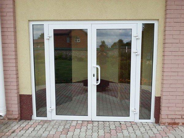 Прозрачные пластиковые двери
