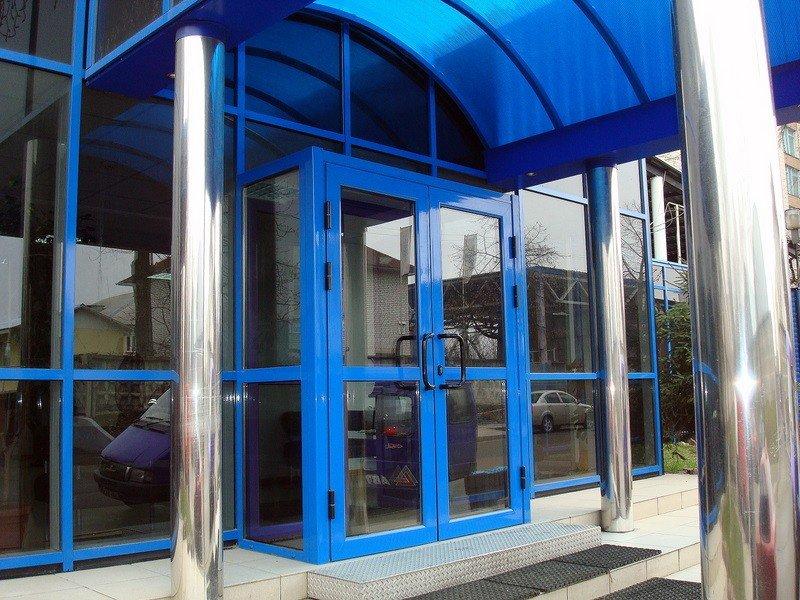 Цена на входные двери со стеклом