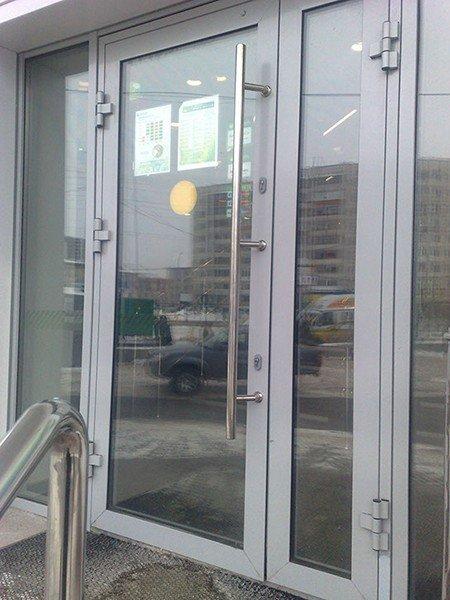 Цена на входные двери со стеклом эконом