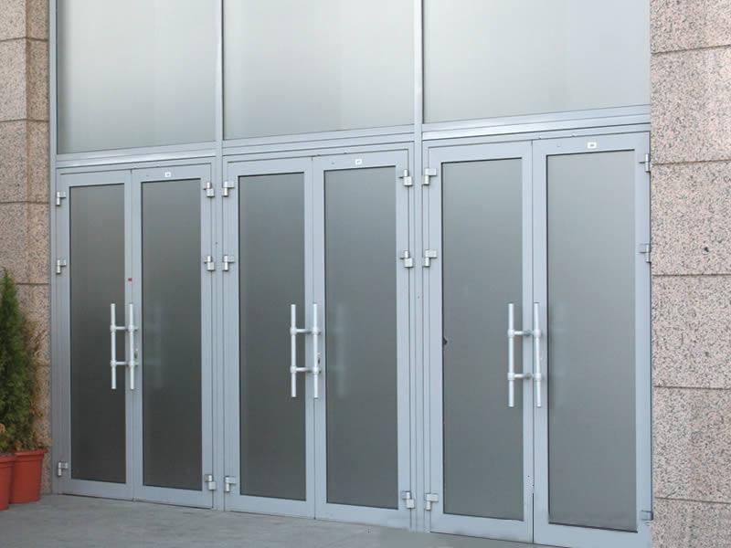 Алюминиевые двери в Москве